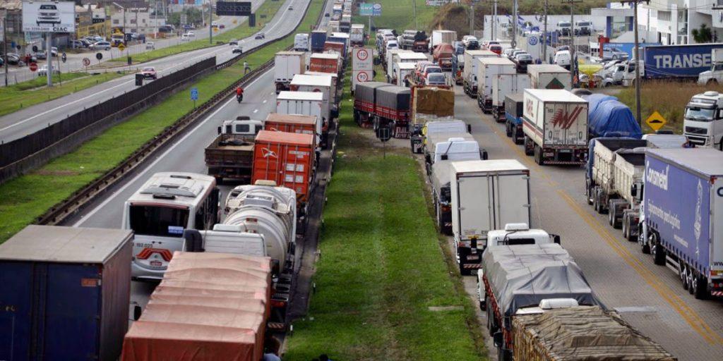 Federação dos Taxistas do Estado de São Paulo apoia a greve dos caminhoneiros.