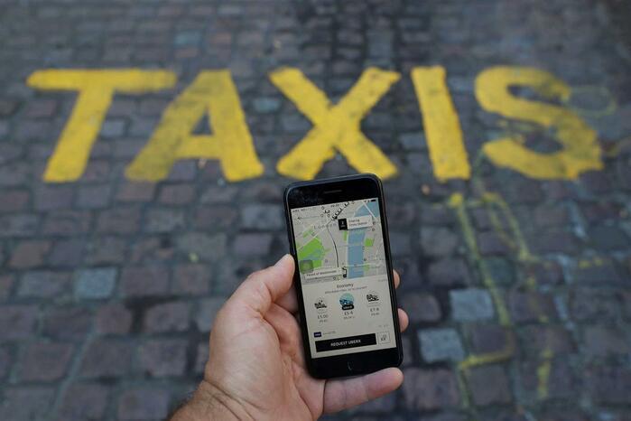Uber e Cabify deixam de operar em Barcelona a partir de sexta-feira.