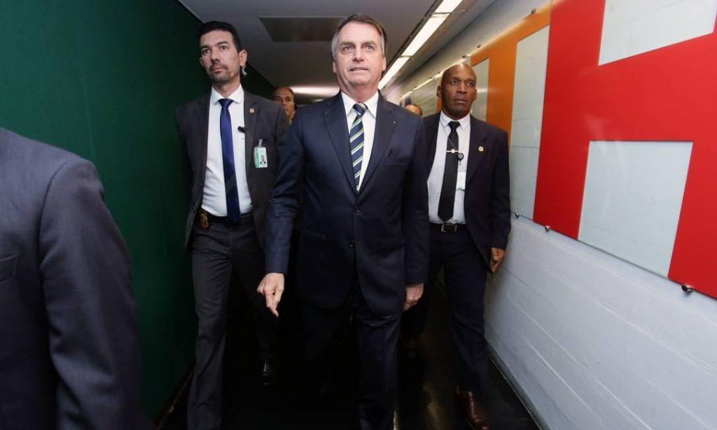 Bolsonaro entrega projeto que aumenta de 20 para 40 pontos o limite para o motorista perder a carteira